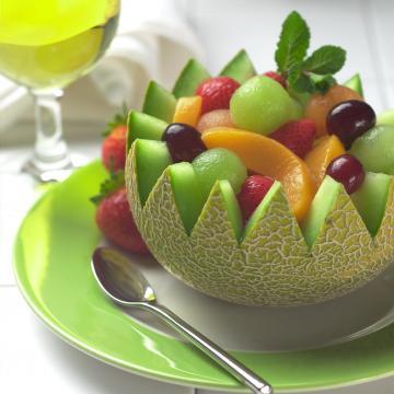 با به بازار آمدن میوه های خوشمزه تابستانی چطور جلوی سردی و دل درد را بگیریم