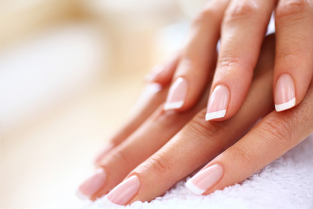 french-manicure-woman-horiz