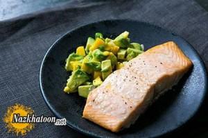 تهیه ماهی سالمون با انبه و آووکادو
