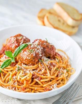 اسپاگتی با سس گوجه و میت بال