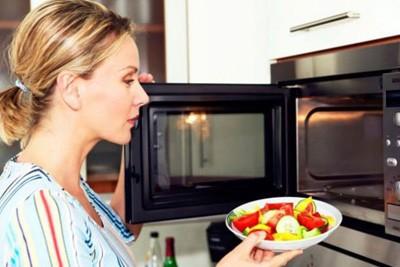 گرم کردن این غذاها در مایکروویو ممنوع