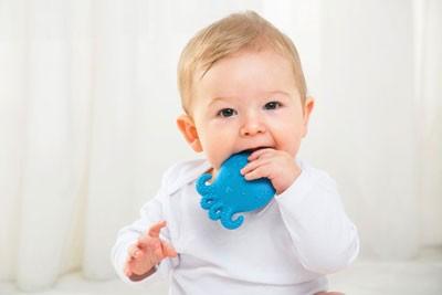 علائم نشاندهنده رویش دندان کودکان