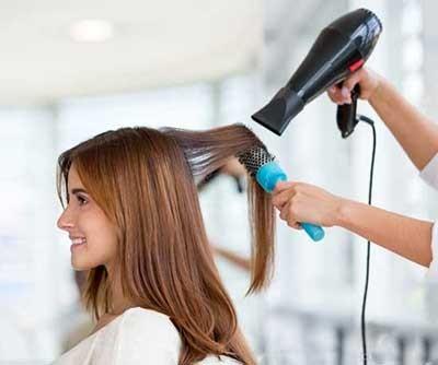 حالت دادن مو با برس های آرایشی