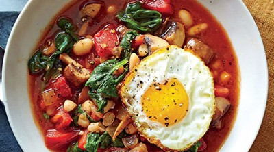 خوراک لوبیا سفید و بشقاب سبزیجات