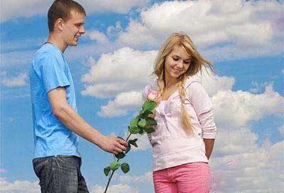 چند ترفند مردانه برای تسخیر قلب همسر!!