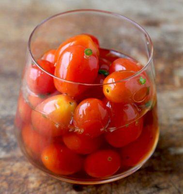 تهیه ترشی گوجه گیلاسی
